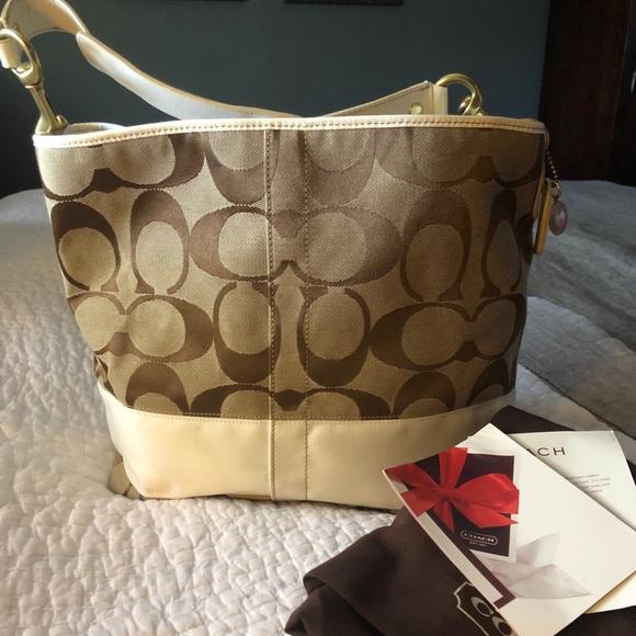 Coach Handbags - Coach signature classic tote